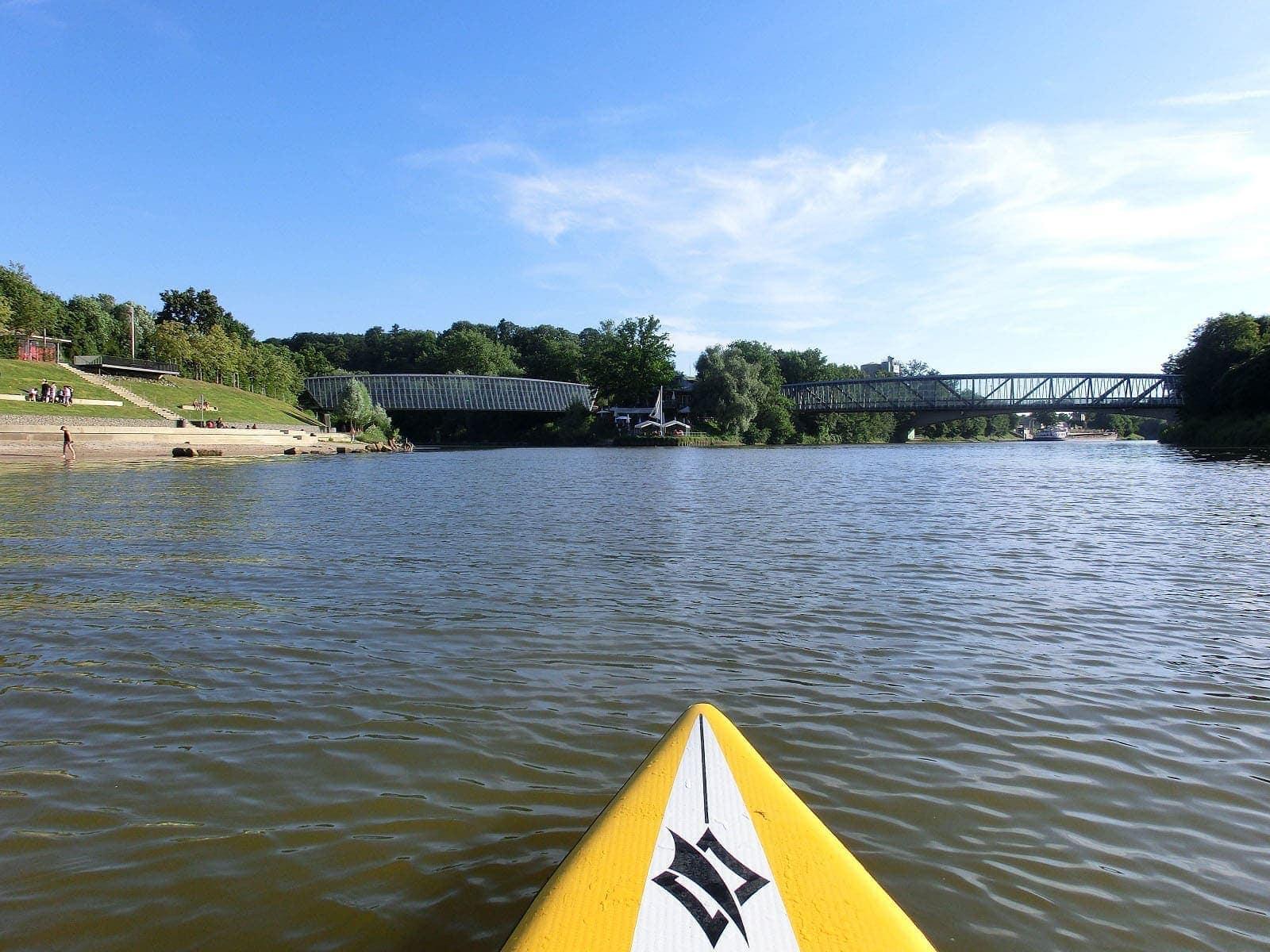 Auf dem Neckar flussabwärts nach Marbach Bild